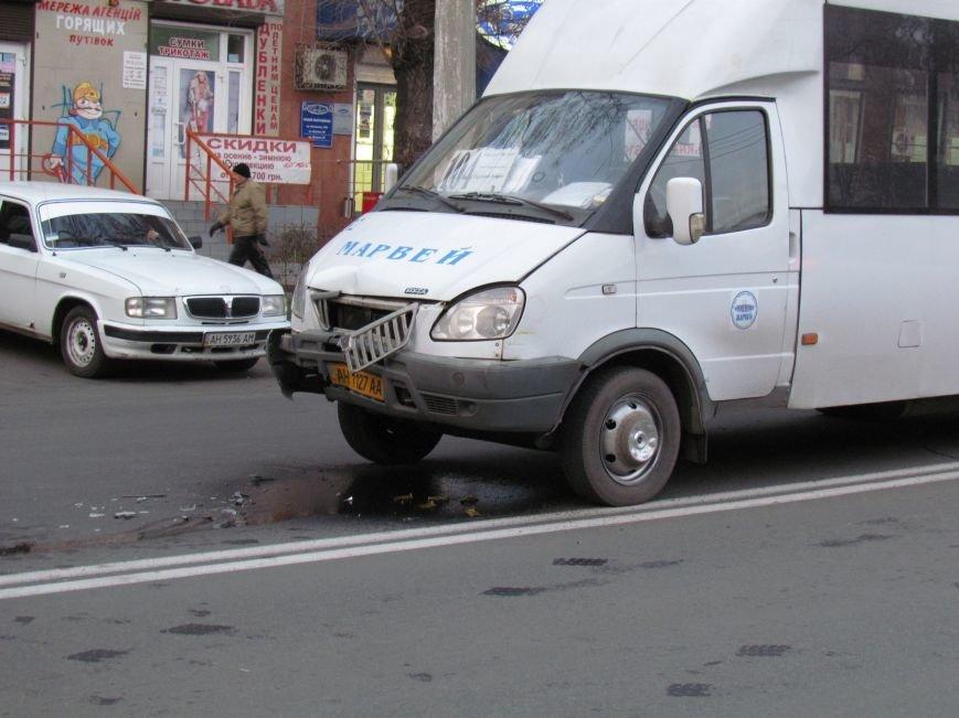 В Мариуполе  из-за собаки маршрутка с пассажирами  влетела в микроавтобус (Фото), фото-1