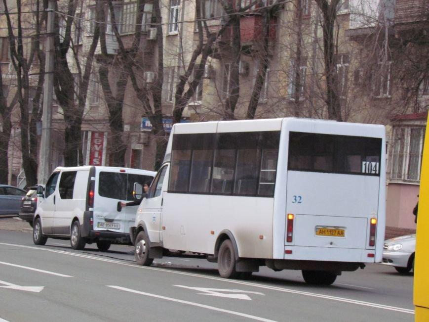 В Мариуполе  из-за собаки маршрутка с пассажирами  влетела в микроавтобус (Фото), фото-5