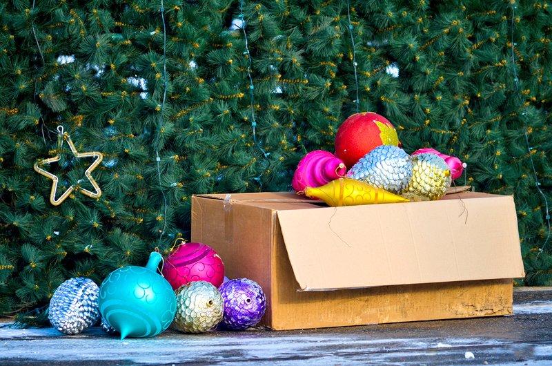 В Луганске установили главную елку теперь ее украшают (ФОТО), фото-3