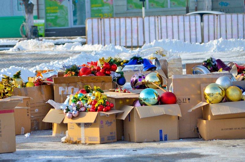 В Луганске установили главную елку теперь ее украшают (ФОТО), фото-9