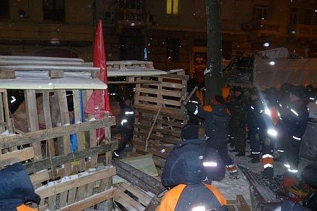 Вночі правоохоронці зачистили барикади поблизу Банкової. Є постраждалі (ФОТО), фото-2