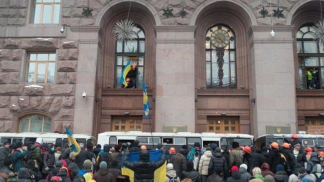 Як Майдан відбив атаку «Беркута» на будівлю КМДА (ФОТОРЕПОРТАЖ), фото-1
