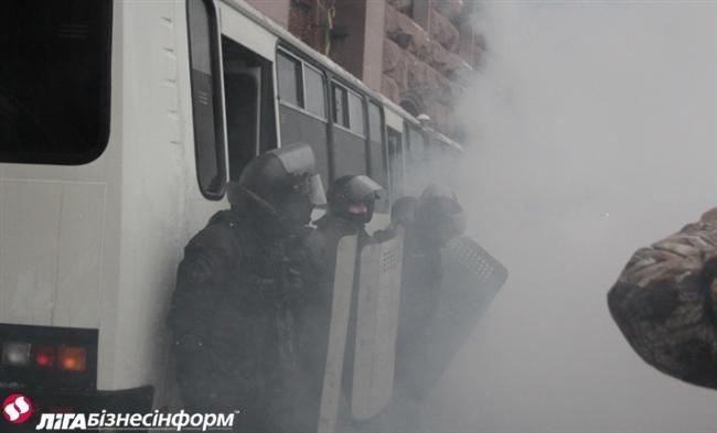 Як Майдан відбив атаку «Беркута» на будівлю КМДА (ФОТОРЕПОРТАЖ), фото-4