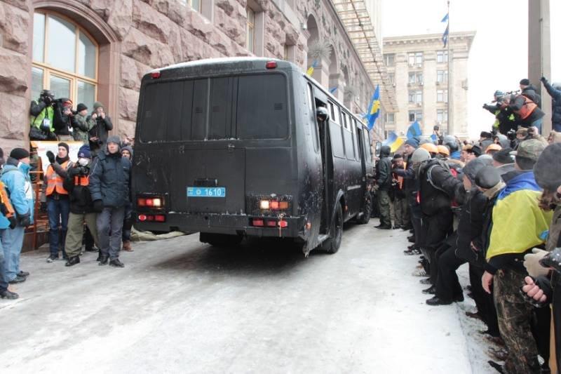Як Майдан відбив атаку «Беркута» на будівлю КМДА (ФОТОРЕПОРТАЖ), фото-8