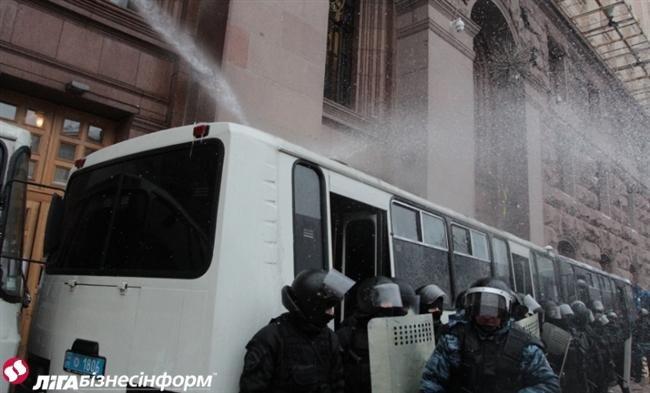 Як Майдан відбив атаку «Беркута» на будівлю КМДА (ФОТОРЕПОРТАЖ), фото-3