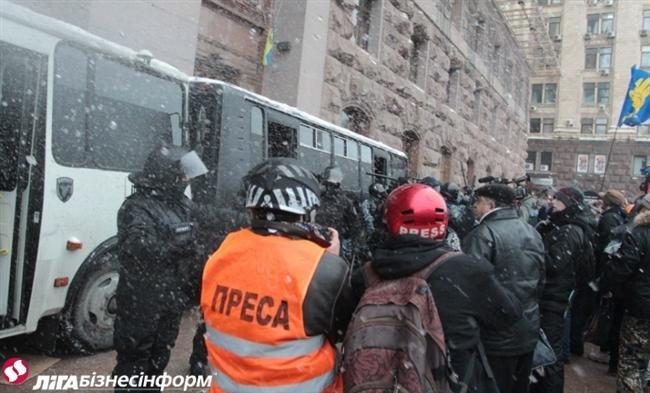 Як Майдан відбив атаку «Беркута» на будівлю КМДА (ФОТОРЕПОРТАЖ), фото-6
