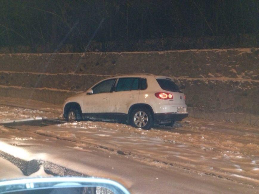 На спуске Веснина Volkswagen попался в «капкан» из шипов, зарытых в снег (фото), фото-1