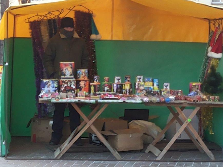 В центре Мариуполя начали продажу пиротехники (Фотофакт), фото-1