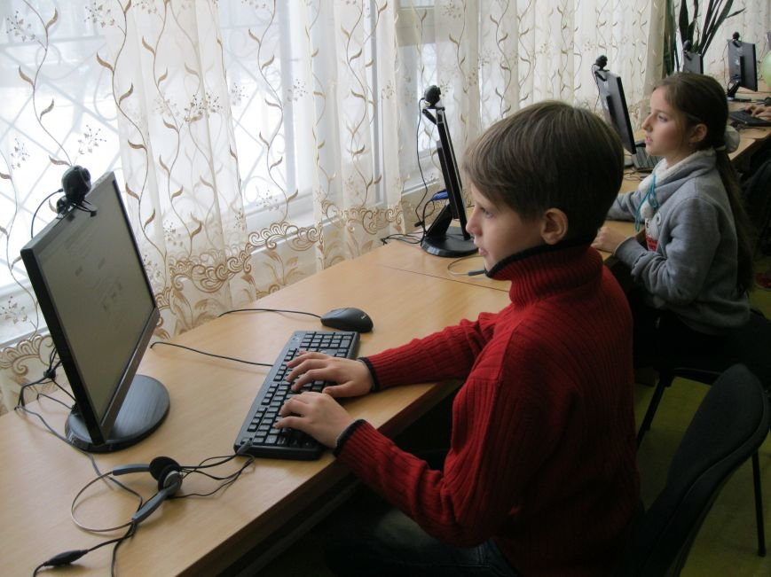 Бесплатно общаться по скайпу и не только можно теперь в Черниговской областной библиотеке для детей, фото-3