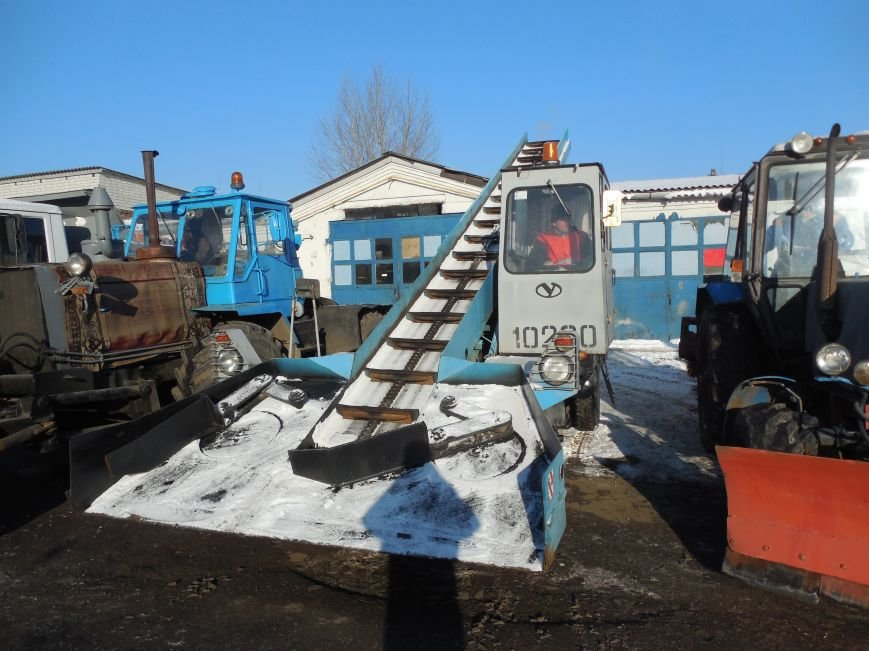Десятки машин и тонны соли: харьковские коммунальщики рассказали и показали, как и чем убирают зимой улицы города (фото), фото-6