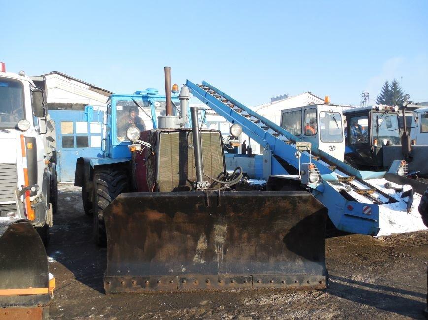 Десятки машин и тонны соли: харьковские коммунальщики рассказали и показали, как и чем убирают зимой улицы города (фото), фото-5