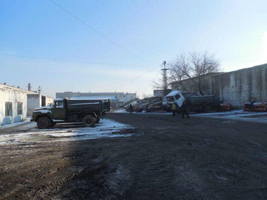 Десятки машин и тонны соли: харьковские коммунальщики рассказали и показали, как и чем убирают зимой улицы города (фото), фото-9