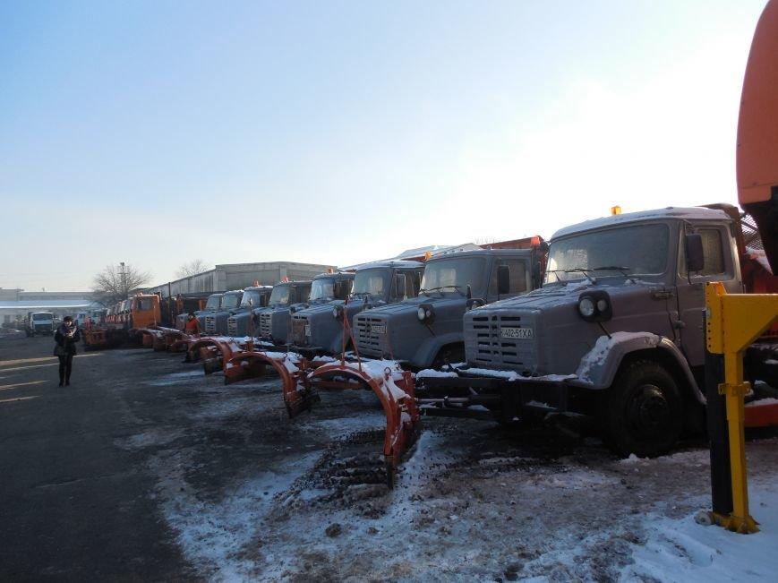 Десятки машин и тонны соли: харьковские коммунальщики рассказали и показали, как и чем убирают зимой улицы города (фото), фото-3