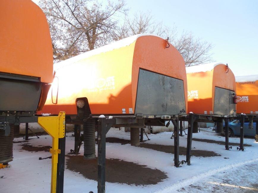 Десятки машин и тонны соли: харьковские коммунальщики рассказали и показали, как и чем убирают зимой улицы города (фото), фото-4