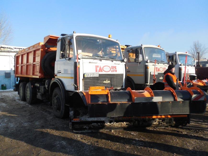Десятки машин и тонны соли: харьковские коммунальщики рассказали и показали, как и чем убирают зимой улицы города (фото), фото-2