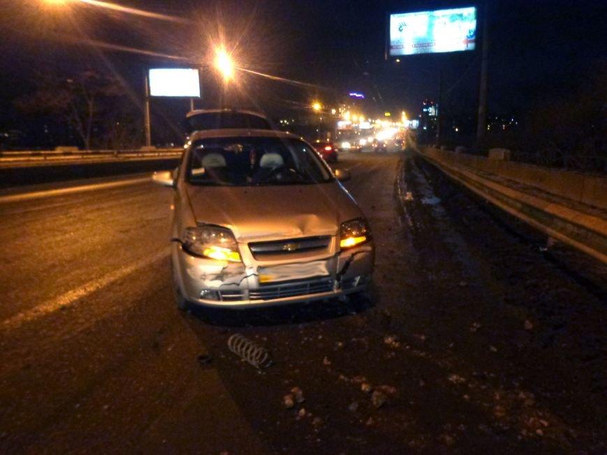 В центре Запорожья «Chevrolet» развернуло посреди дороги и авто едва не влетело в отбойник (ФОТО), фото-2