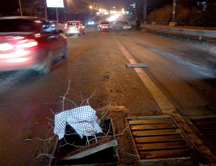 В центре Запорожья «Chevrolet» развернуло посреди дороги и авто едва не влетело в отбойник (ФОТО), фото-1