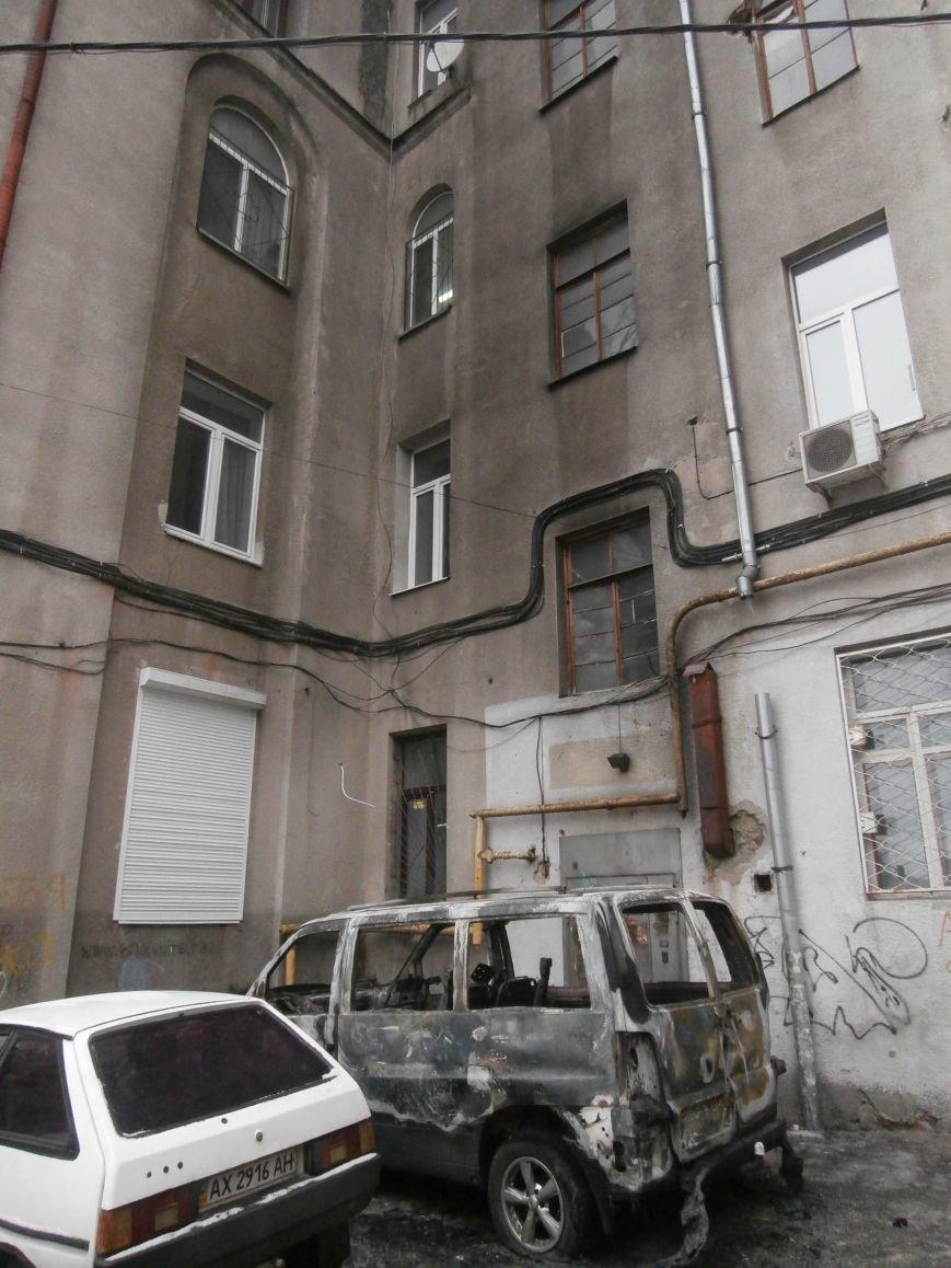 Под окнами жилого дома в центре Харькова неизвестные, угрожая местным жителям, сожгли машину организаторов «евромайдана» (ПОДРОБНОСТИ), фото-7
