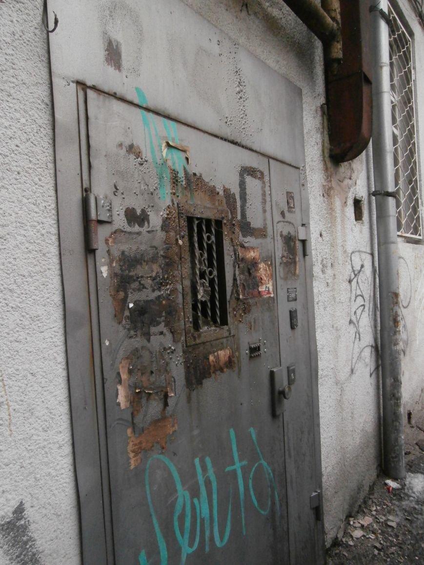 Под окнами жилого дома в центре Харькова неизвестные, угрожая местным жителям, сожгли машину организаторов «евромайдана» (ПОДРОБНОСТИ), фото-6