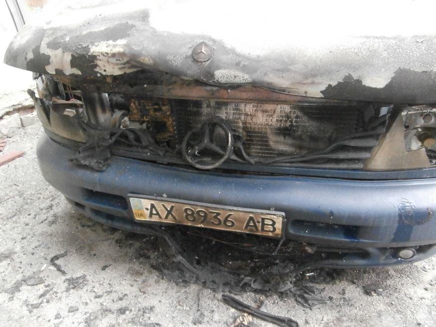 Под окнами жилого дома в центре Харькова неизвестные, угрожая местным жителям, сожгли машину организаторов «евромайдана» (ПОДРОБНОСТИ), фото-3