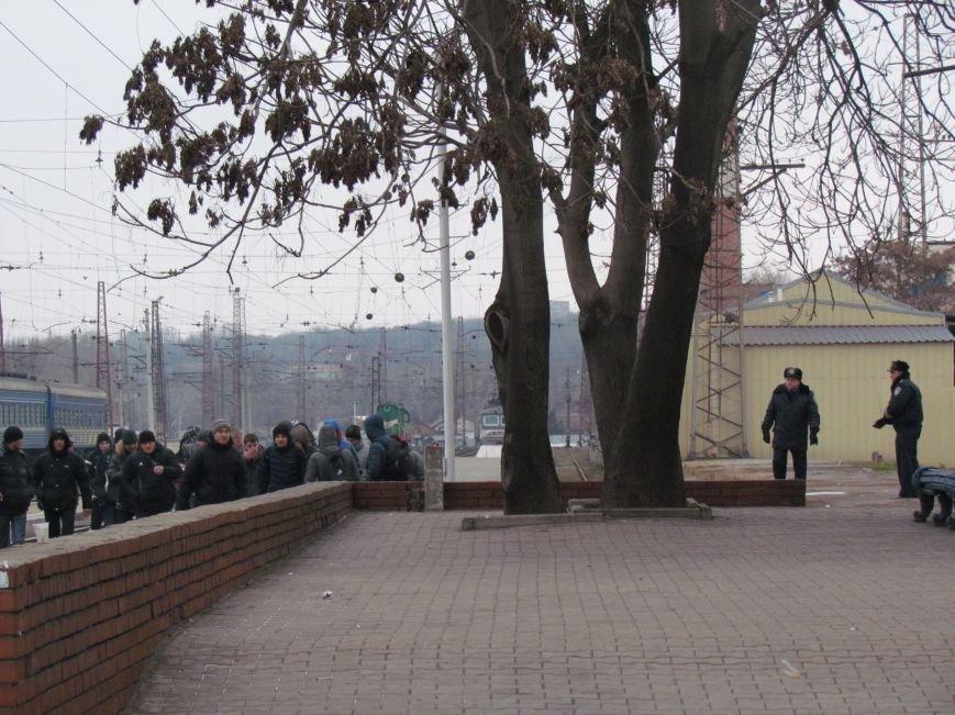 Мариупольцы в забитом спецпоезде отправились отстаивать рабочий Донбасс (ФОТО), фото-6