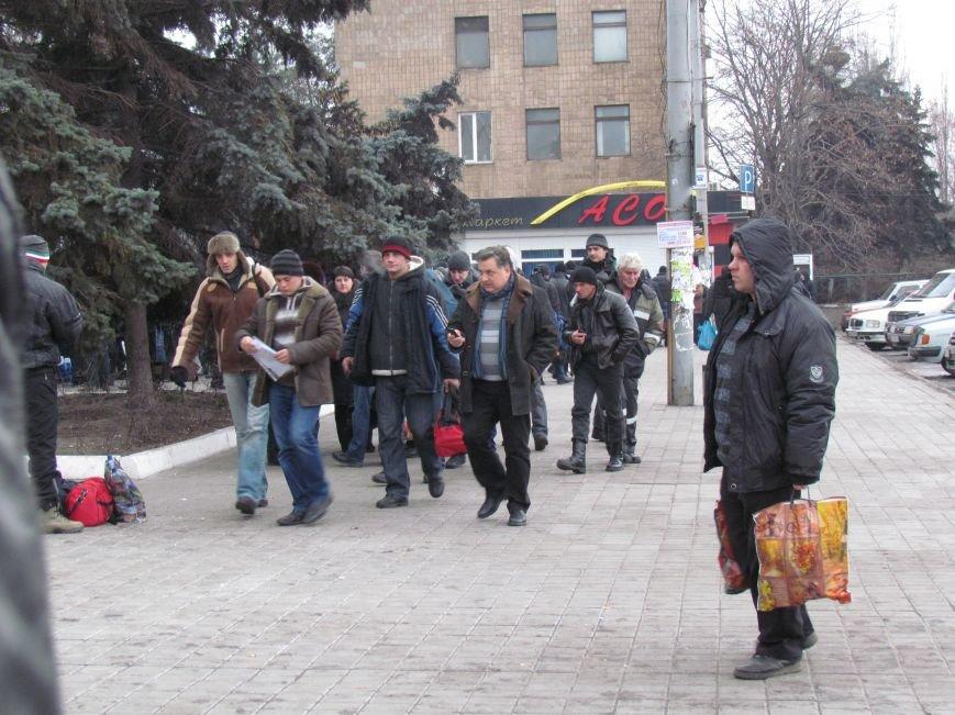 Мариупольцы в забитом спецпоезде отправились отстаивать рабочий Донбасс (ФОТО), фото-5