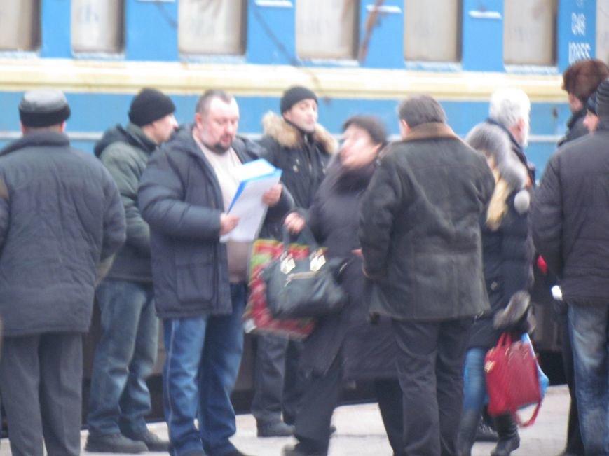 Мариупольцы в забитом спецпоезде отправились отстаивать рабочий Донбасс (ФОТО), фото-4