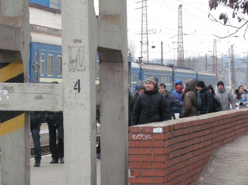 Мариупольцы в забитом спецпоезде отправились отстаивать рабочий Донбасс (ФОТО), фото-7