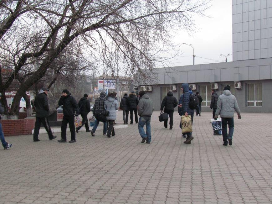 Мариупольцы в забитом спецпоезде отправились отстаивать рабочий Донбасс (ФОТО), фото-8