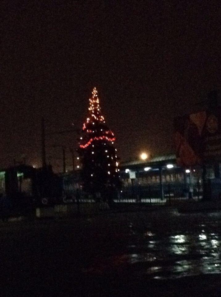 На приміському вокзалі засвітили святкову ялинку (ФОТО), фото-3