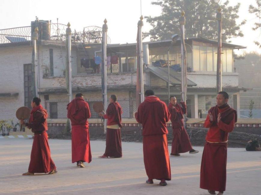 буддйиские монахи, утренний танец с барабанами - около 7.00 утра, а по нашему - около 4.00 утра)