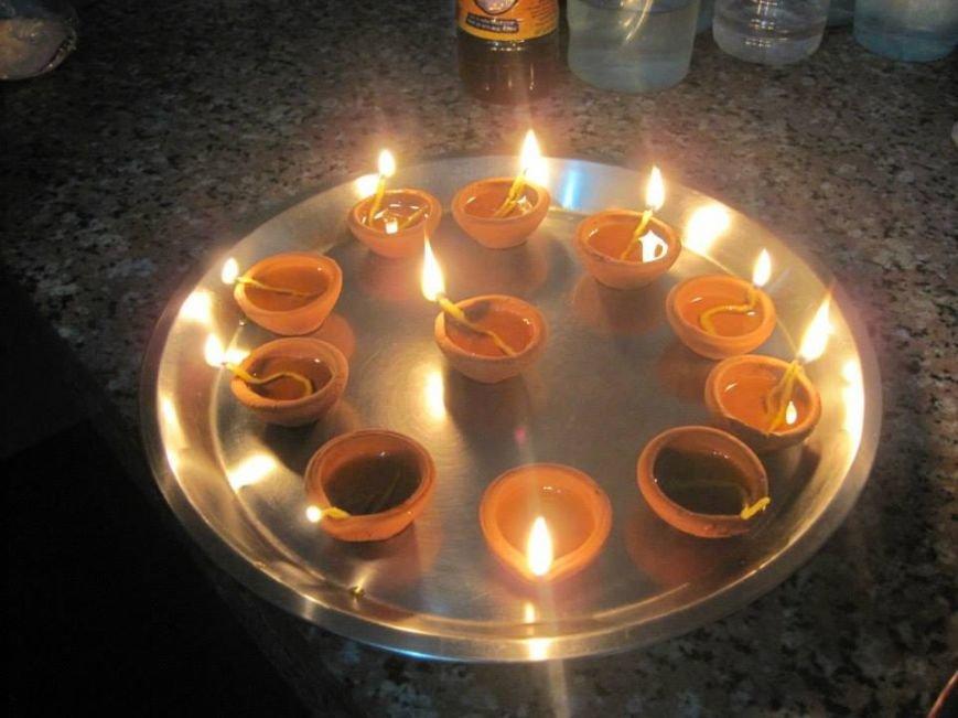Такими огнями индусы украшали свои жилища на праздник огней Дивали