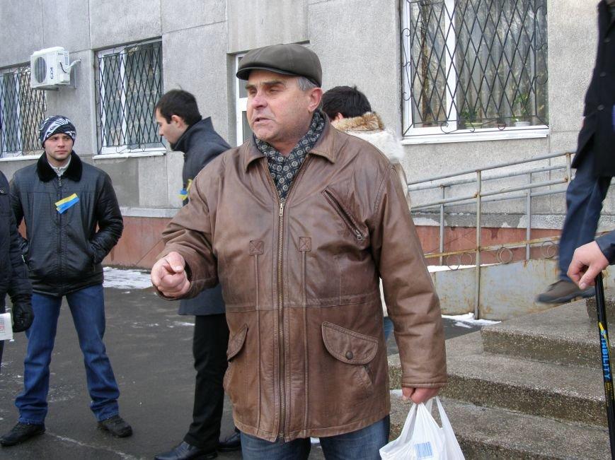 «Евромайдан» в Красноармейске собрал около 40 человек: кто пришел поддержать, а кто «просто посмотреть», фото-17