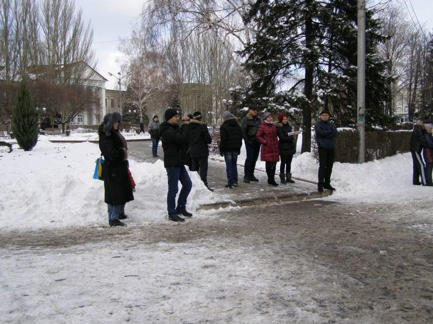 «Евромайдан» в Красноармейске собрал около 40 человек: кто пришел поддержать, а кто «просто посмотреть», фото-3