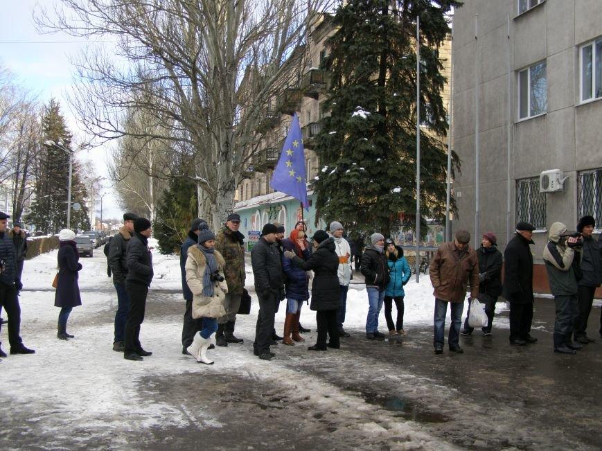 «Евромайдан» в Красноармейске собрал около 40 человек: кто пришел поддержать, а кто «просто посмотреть», фото-14