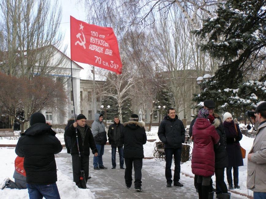 «Евромайдан» в Красноармейске собрал около 40 человек: кто пришел поддержать, а кто «просто посмотреть», фото-4