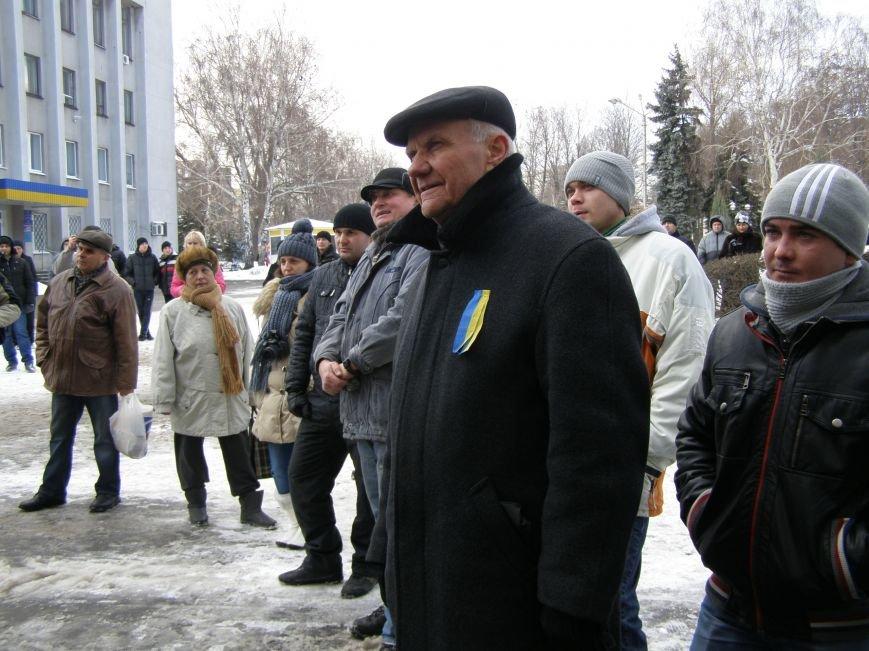 «Евромайдан» в Красноармейске собрал около 40 человек: кто пришел поддержать, а кто «просто посмотреть», фото-11