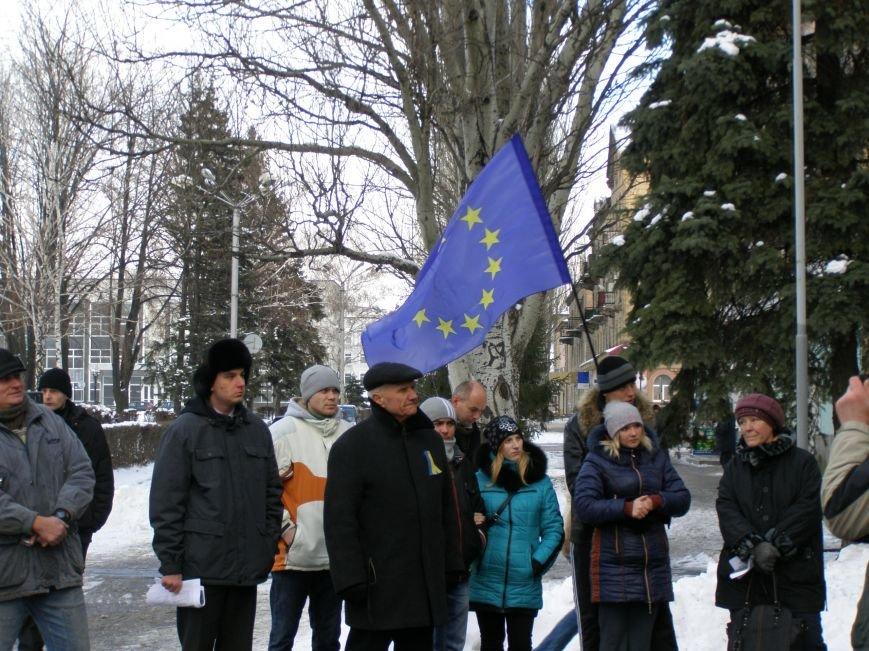 «Евромайдан» в Красноармейске собрал около 40 человек: кто пришел поддержать, а кто «просто посмотреть», фото-10