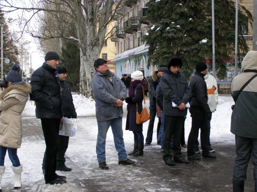«Евромайдан» в Красноармейске собрал около 40 человек: кто пришел поддержать, а кто «просто посмотреть», фото-5