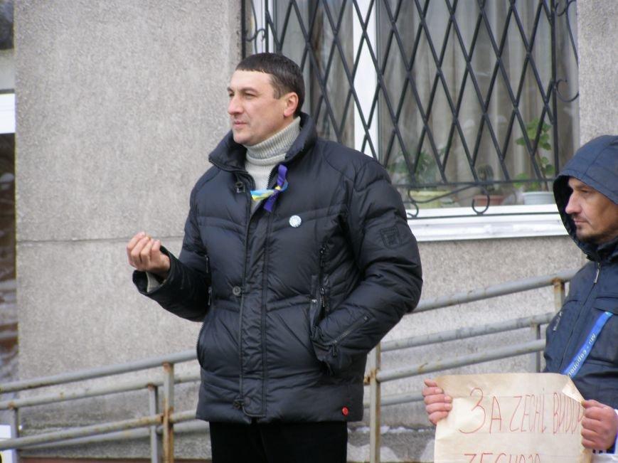 «Евромайдан» в Красноармейске собрал около 40 человек: кто пришел поддержать, а кто «просто посмотреть», фото-9