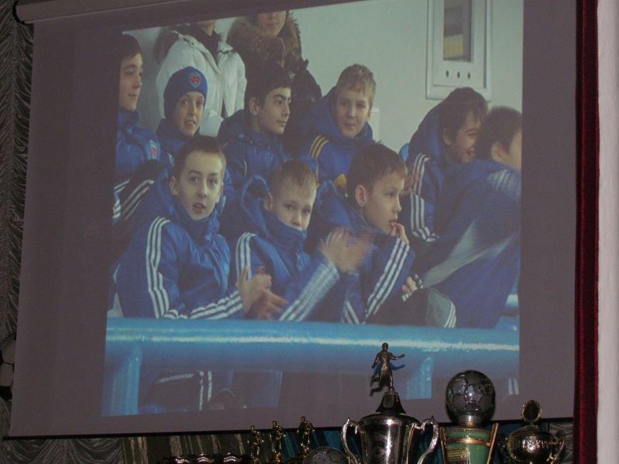 Мэр Мариуполя решил вернуть на стадионы болельщиков (ФОТО), фото-17
