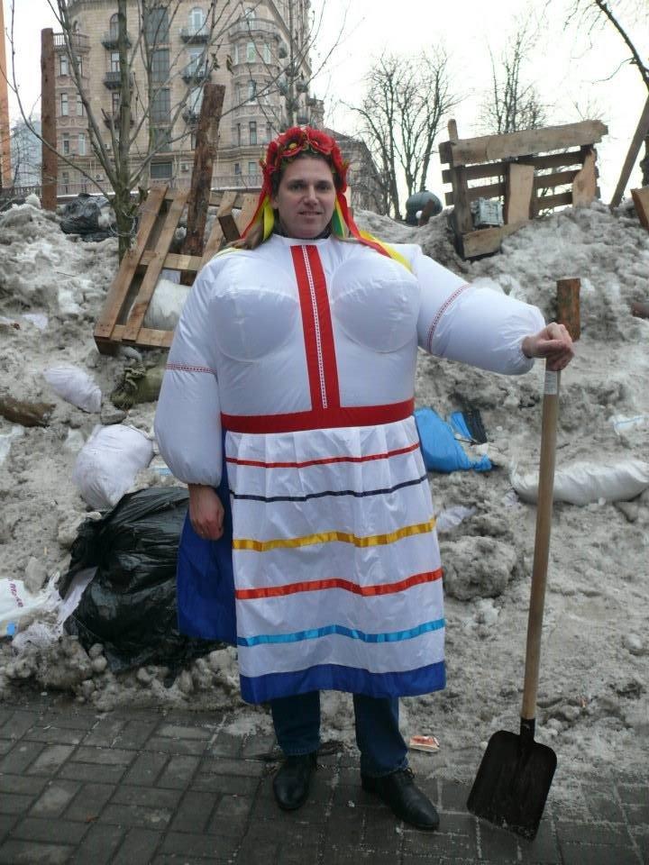 На флешмобі на Євромайдані жінки одягали одяг з великими грудьми (ФОТО), фото-5
