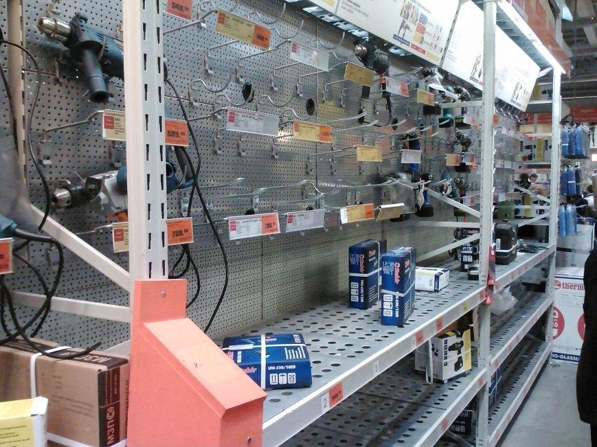 У народа деньги есть! Мариупольцы берут штурмом строительный гипермаркет (Фотофакт), фото-2