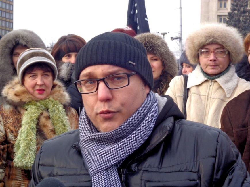 16 декабря: Медики требуют надбавку за тяжелый труд, тройное ДТП в центре Запорожья и рождественская сказка (ФОТО), фото-3