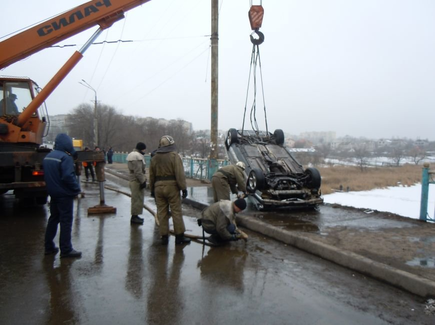 Трагедия на мосту в Кривом Роге: утонули трое детей и женщина-водитель (ФОТО, ВИДЕО), фото-3
