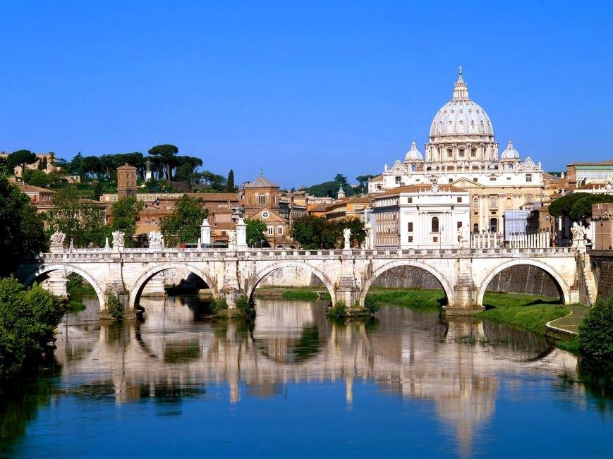 Вид на Ватикан с реки Тибр