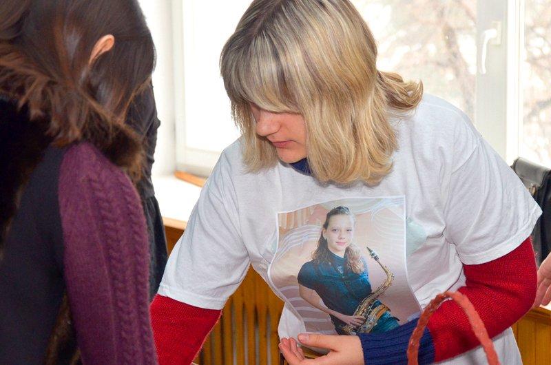 Студенты ЛНУ провели акцию по сбору средств на лечение тяжелобольной луганчанки (ФОТО), фото-9