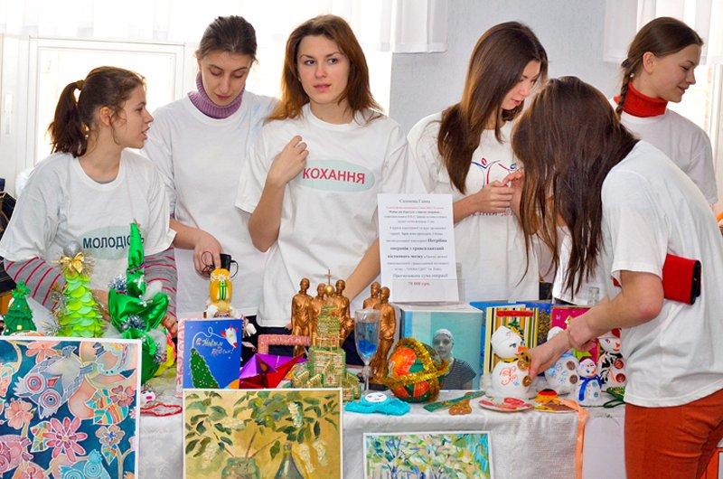 Студенты ЛНУ провели акцию по сбору средств на лечение тяжелобольной луганчанки (ФОТО), фото-1