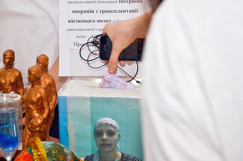 Студенты ЛНУ провели акцию по сбору средств на лечение тяжелобольной луганчанки (ФОТО), фото-10
