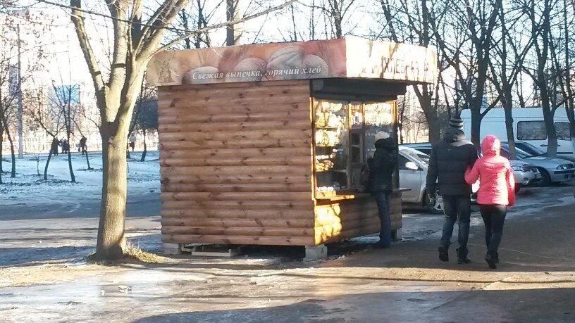 Отчаянные предприниматели! В Мариуполе повторно устанавливают незаконный киоск (ФОТО), фото-3